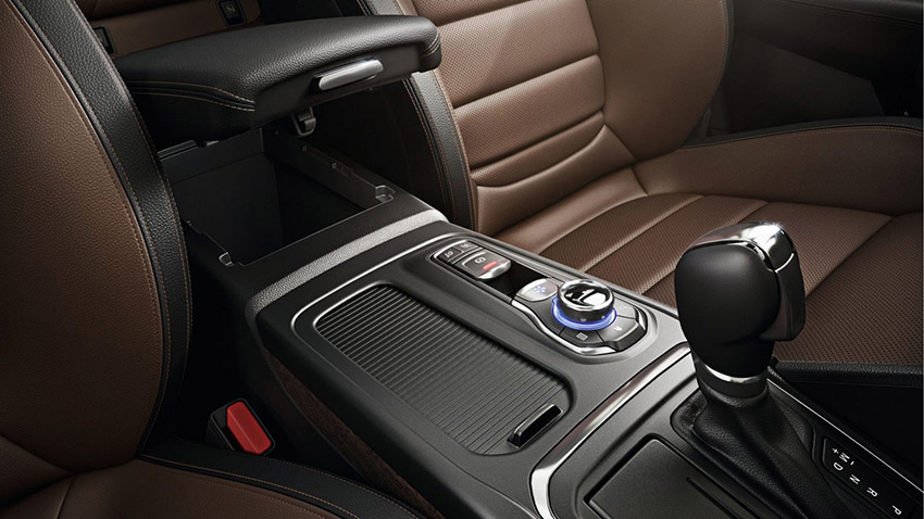 https://www.cdn.renault.com/content/dam/Renault/master/vehicules/talisman-lfd-ph1/caracteristiques/comfort/renault-talisman-lfd-ph1-features-comfort-004.jpg.ximg.l_4_m.smart.jpg